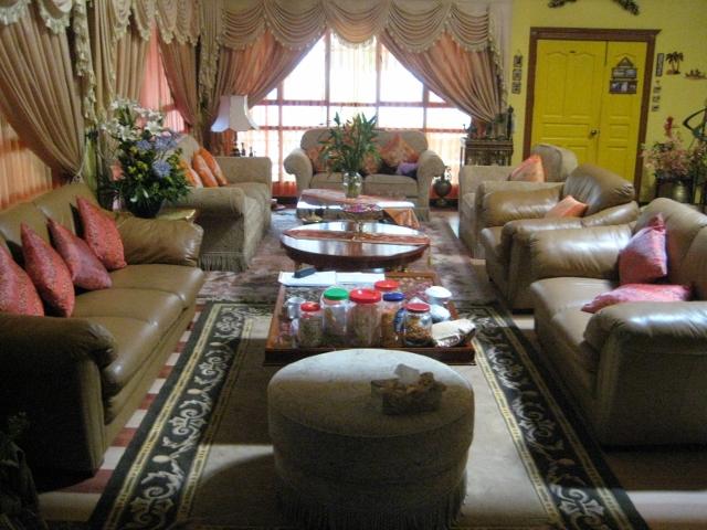 ブルネイで宿泊した豪邸のリビング