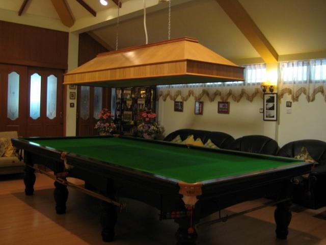 ブルネイで宿泊した家のビリヤード場