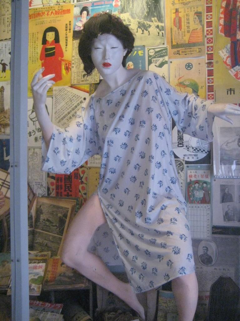 まぼろし博覧会の色白な人形