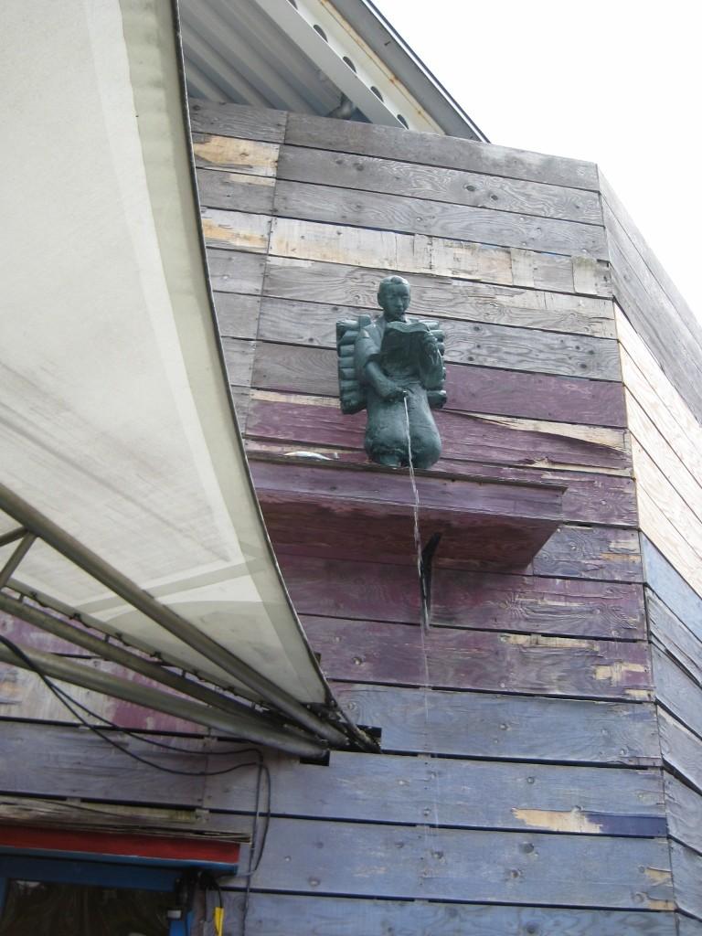 怪しい少年少女博物館の二宮金次郎