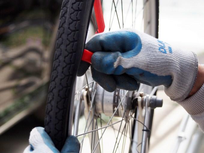 自転車屋の修理の様子