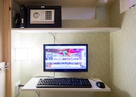 ゲストハウスわさびの室内はコンセントやWi-Fiも完備