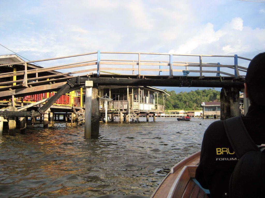 ブルネイある水上集落の写真
