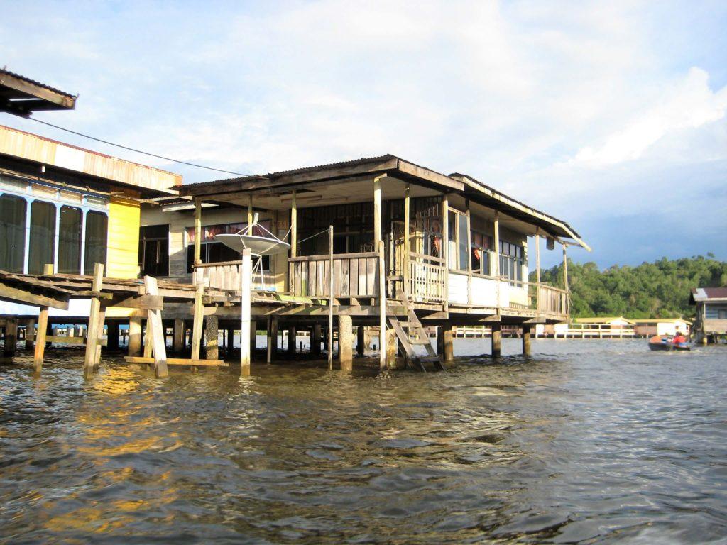 水上集落カンポン・アイールの写真