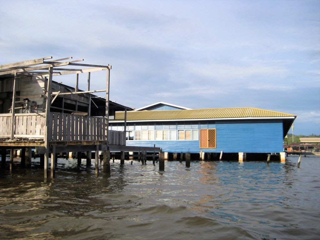 ブルネイある水上集落、カンポン・アイールの写真