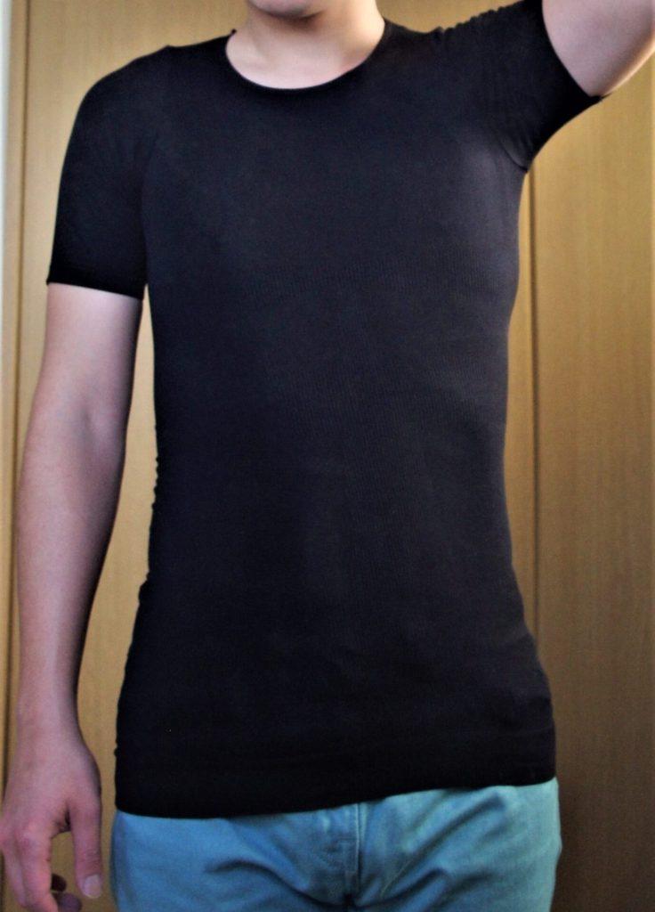 メンズ加圧インナーの着用例